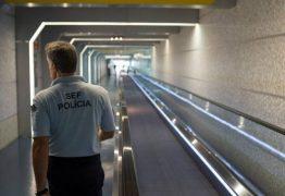 Barcelense detida no aeroporto por burlas no facebook