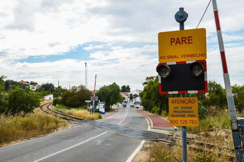 Associação quer agravar multas por desrespeito dos sinais nas passagens de nível