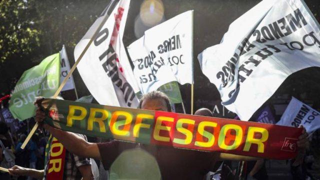 Professores regressam à greve ao trabalho extraordinário